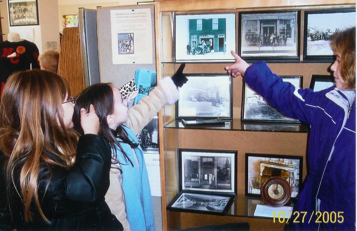 Kids in Museum - Copy - Copy